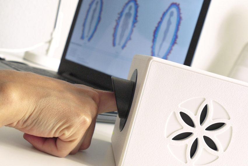 persona haciendo estudio energético personalizado GDV Bio-Well
